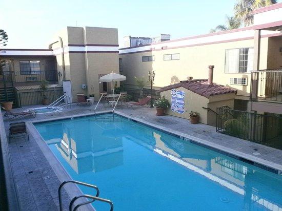 Crimson Hotel: piscina