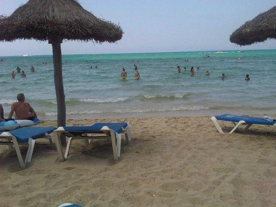 Hotel Hispania: La spiaggia davanti all'albergo
