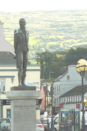 O'Connors Seafood Restaurant : Close-up of Statue in Bantry