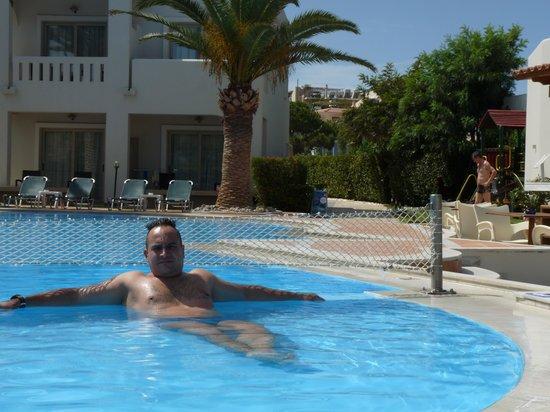 Amalthia Beach Resort : la piscina