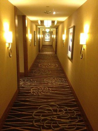 Four Seasons Baltimore: Quiet halls