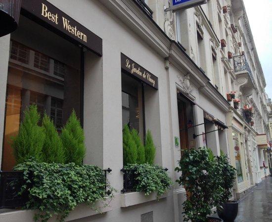 Best Western Le Jardin de Cluny: Hotel front