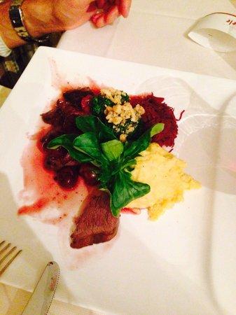 Cavallino Bianco: Filetto di cervo con prugne, castagne, broccoli alle ...
