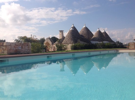 Trulli Paparale: Pool view
