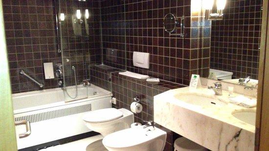 Dolce Bad Nauheim : Bathroom