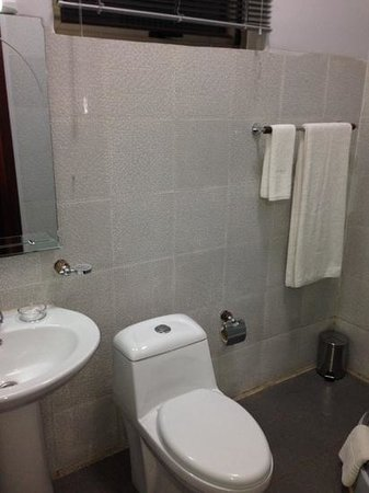 Express by CityBlue: Bathroom