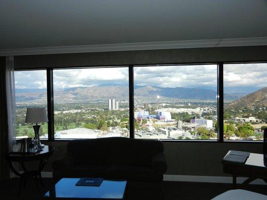 Hilton Los Angeles/Universal City: Corner view room.