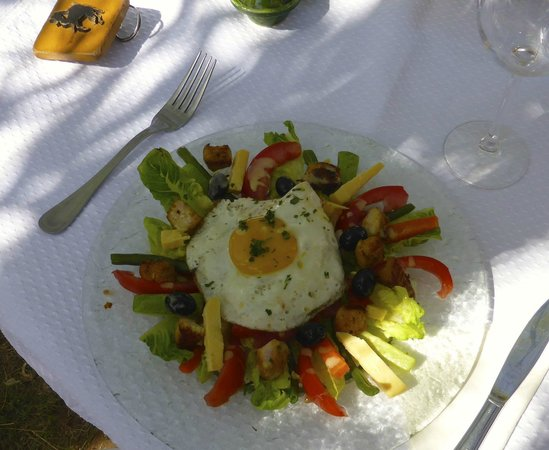 Dar Azawad: light lunch by the pool