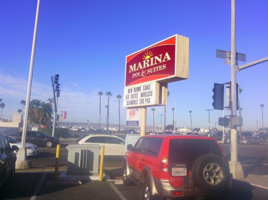 Marina Inn and  Suites: Facing the harbor