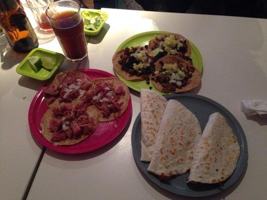 Restaurant Itacate: Tacos (pastor y carnitas) y quesadillas gringo con Michelada