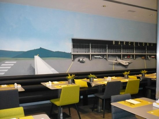 Hotel Vueling BCN by Hc: salle du petit déjeuner