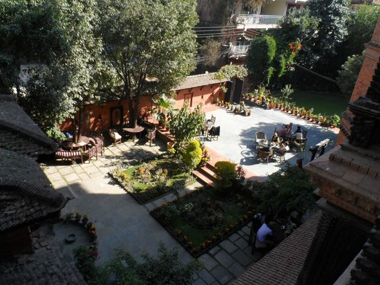 Kantipur Temple House: garden and courtyard