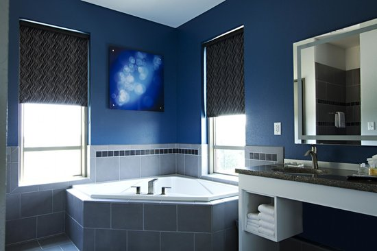 The Wallhouse Hotel: The Wallhouse Suite, Master Bath