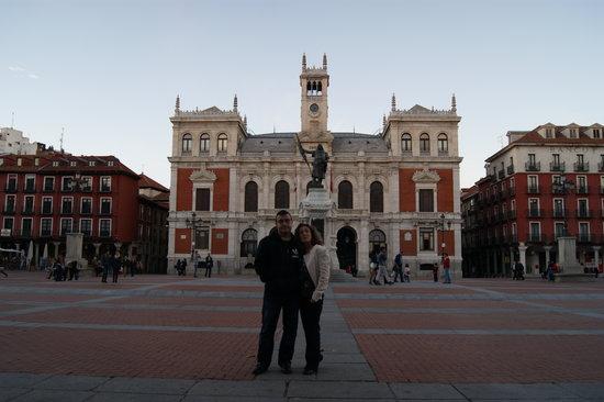 Plaza Mayor de Valladolid: anocheciendo a punto de encencer las luces