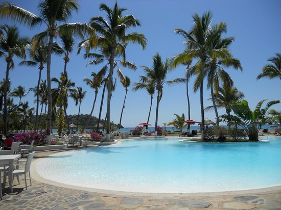 Andilana Beach Resort : piscina