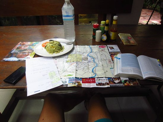 Deejai Backpackers: Dining