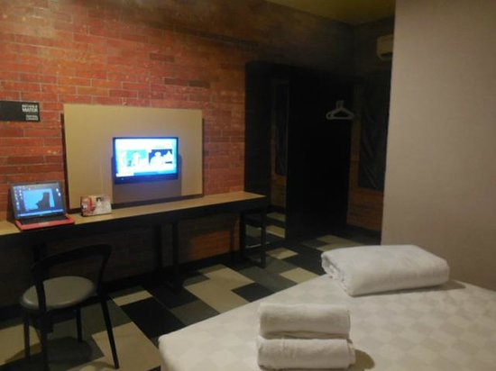 the youniQ Hotel : Extension bureau - TV