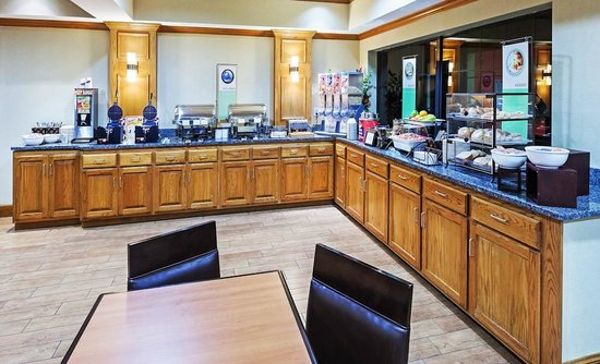 Country Inn & Suites By Carlson, Lubbock: Breakfast Bar