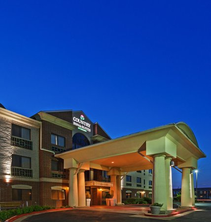 Country Inn & Suites By Carlson, Lubbock: Evening Entrance