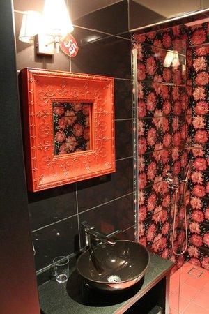 Hypnos Design Hotel: gypsy room bathroom