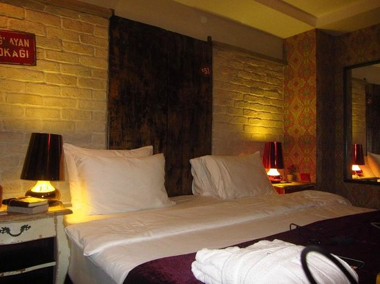 Hypnos Design Hotel: loved the headboard!