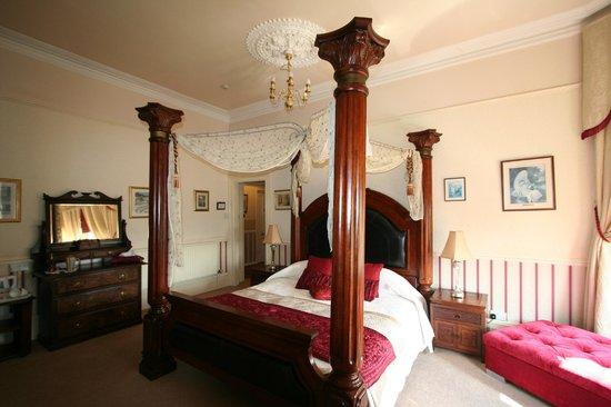 โรงแรมแครนลีห์