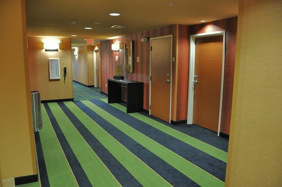 Fairfield Inn & Suites Tulsa Southeast/Crossroads Village: Public areas are extremely well decorated and fun to be in.