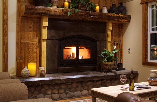 The Grand Idyllwild Lodge: The amazing fireplace!