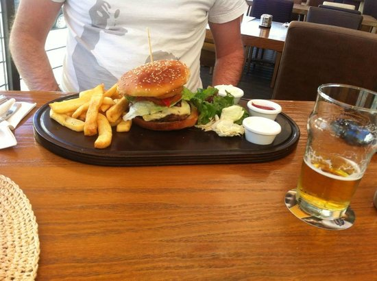 Malthouse Beer n' Food: burger from lunch deal