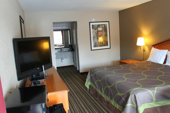 Super 8 Chattanooga/East Ridge: My Room. Very neat and clean !!