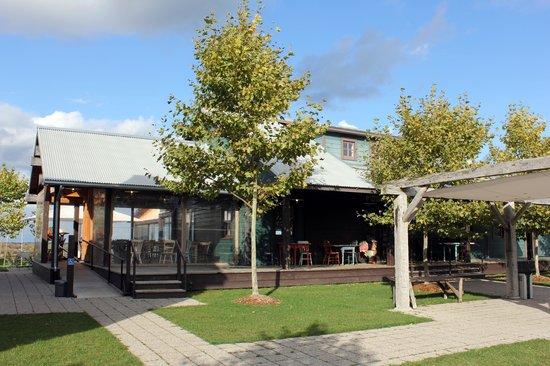 Ravine Vineyard Estate Winery: Ravine vineyard dining area