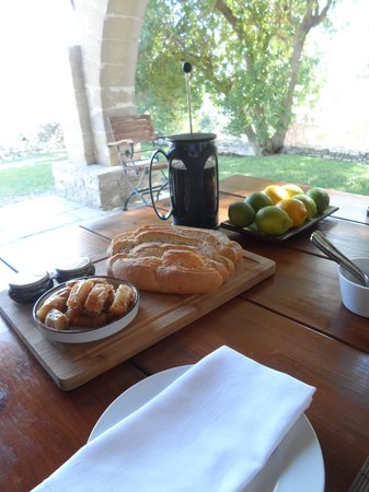 Villa Menorah Bed and Breakfast: Each day another individual breakfast