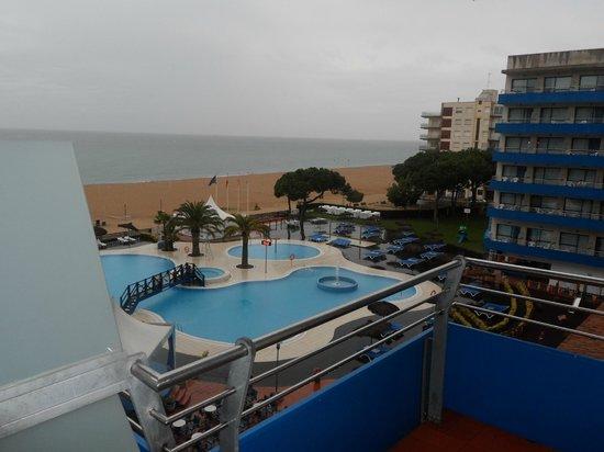 Tahiti Playa Hotel : pool and beach