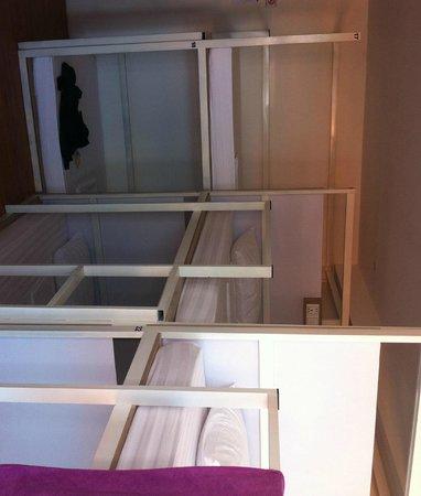 One Stop Hostel Phnom Penh: Beds in female dorms
