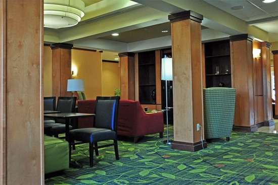 Fairfield Inn & Suites Muskogee: Dining area where breakfast may be eaten.