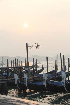 Alla Vite Dorata : Beautiful morning for gondolas
