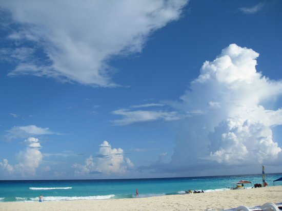 Golden Parnassus All Inclusive Resort & Spa Cancun: beautiful beach at the Golden