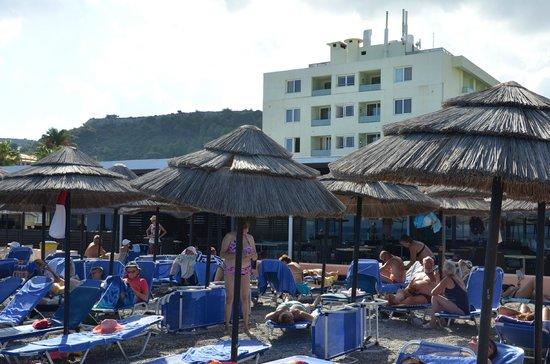 Avra Beach Resort Hotel - Bungalows: Equivalent plage 2m au dessus de l'eau