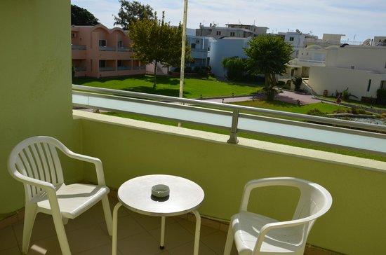 Avra Beach Resort Hotel - Bungalows : ch 119 à gauche vue latérale sur pelouse