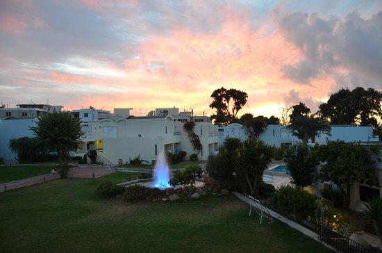 Avra Beach Resort Hotel - Bungalows : ch 119 coucher de soleil