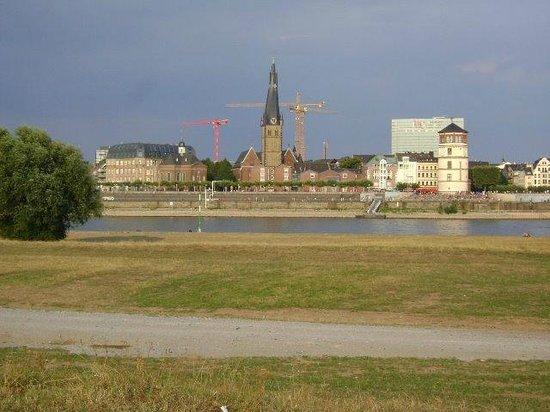 Vistas desde Oberkassel, Düsseldorf, Alemania.