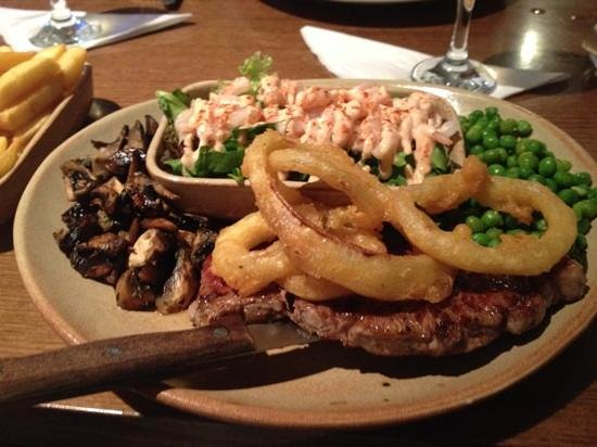 The Smugglers Bar and Grill: Beef and Reef (yummy)