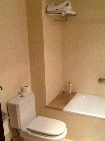 HCC Open Hotel: baño