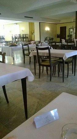 Excelsior Hotel : La salle de restaurant au 1er étage