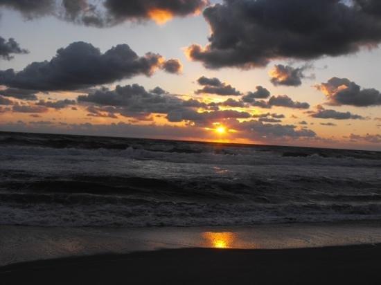 Comfort Inn On The Ocean: Sunrise outside our hotel