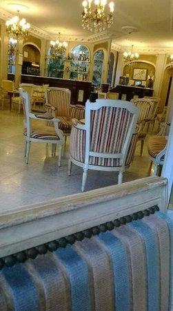 Excelsior Hotel : Le salon du hall de l'hôtel,  seul endroit où il y a le wifi