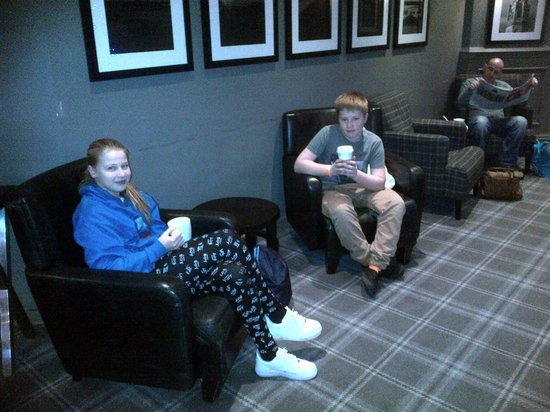 Village Hotel Blackpool: Starbuck Coffee in Reception after swimming