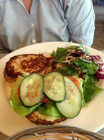 Santa Monica Seafood: Salmon burger