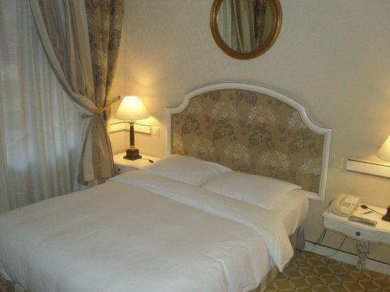 NH Geneva City: Bed