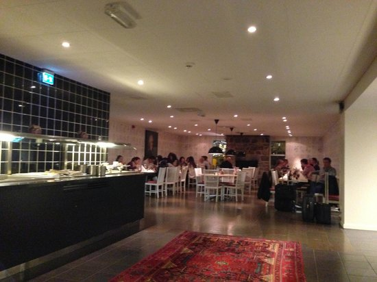 IKEA Hotell: Dining area is warm and Welcoming